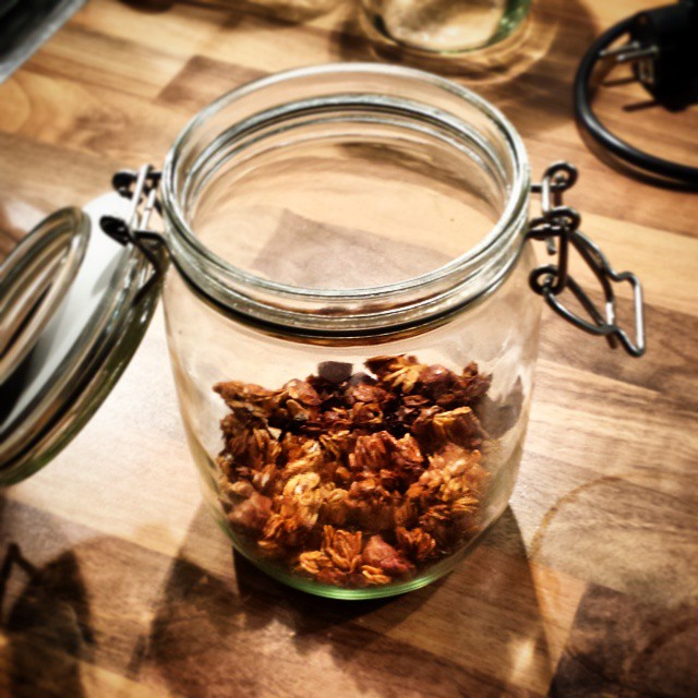 Yesterday this granola jar was still full. We all know I have zero self-controll but today I blame you  @thebigmansworld #granolaaddict #granola #foodporn #yummy #toogoodtoobetrue #bythejar #Iclearlylackselfcontrol #Idontgiveafuckaboutcalories #Imadeitforthehubby #butateitmyself